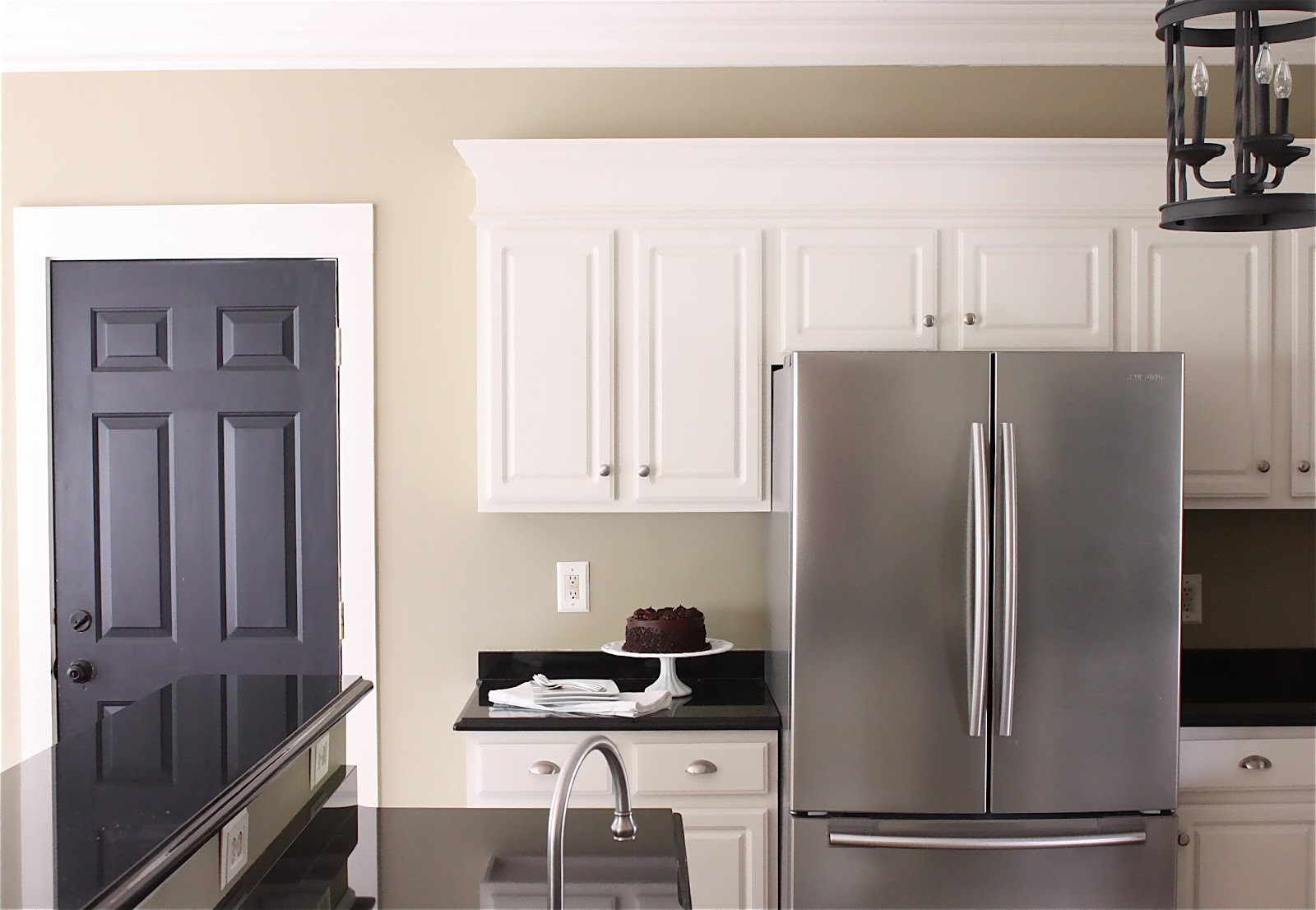 kitchen wall paint colors with white cabinets