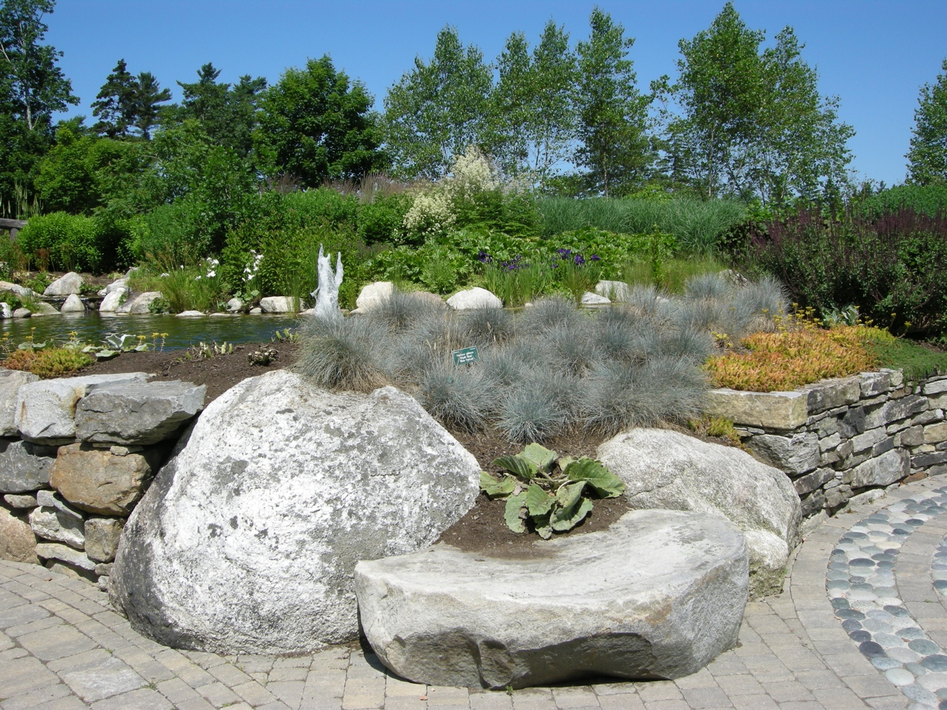 Rock garden ideas for your lovely house midcityeast for Stone landscaping ideas