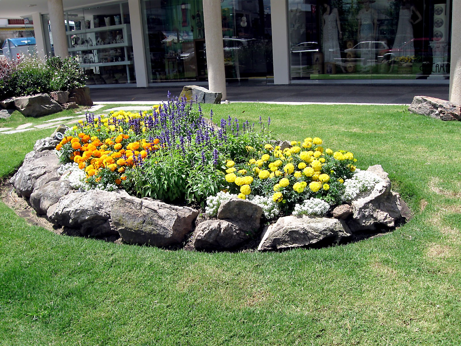 Rock garden ideas for your lovely house midcityeast for Rock landscaping ideas