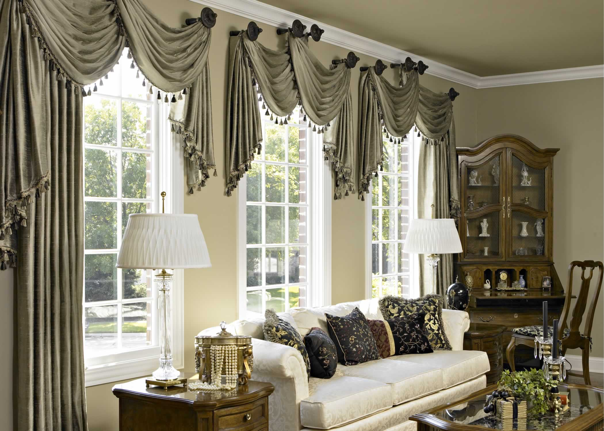 Exceptionnel Luxury Living Room With Window Treatment Ideas