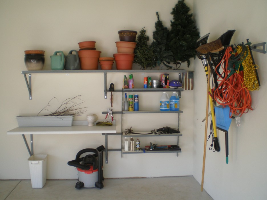 Need a place for your tool here are some applicable - Small workshop storage ideas ...