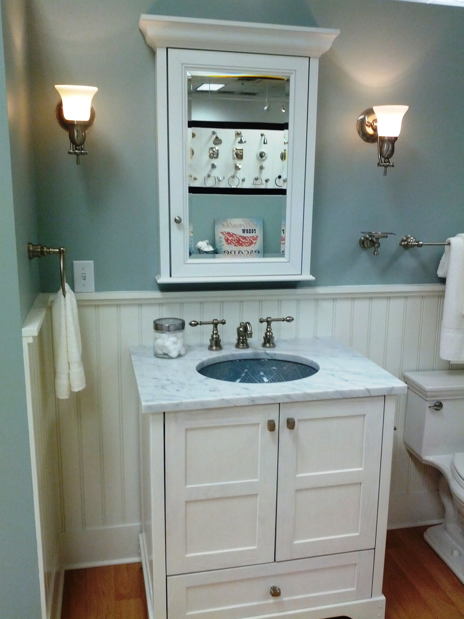 Traditional Style Bathroom with White Vanity Topped with Marble Top