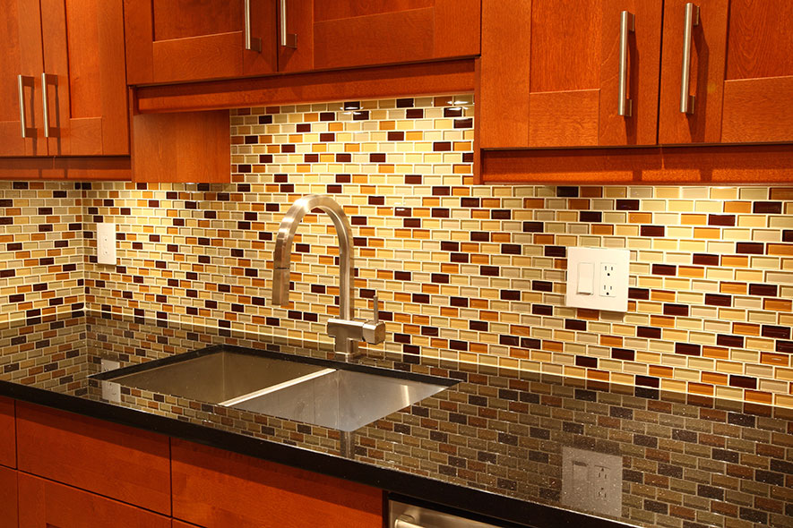 Alluring Colors and Patterns of Kitchen Backsplash Reflected by Glossy Black Countertop