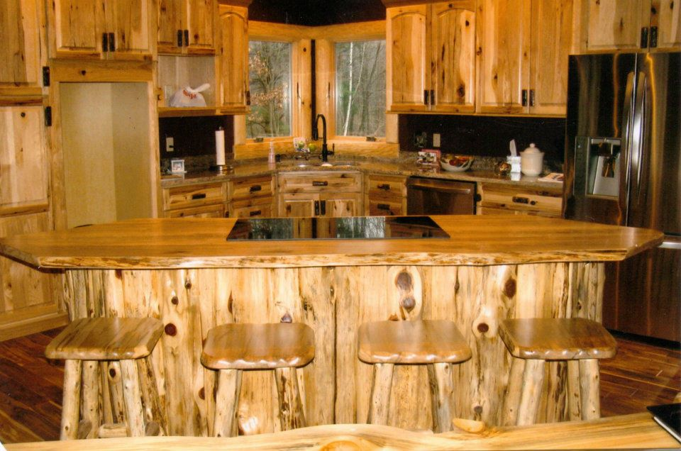 4 materials for rustic kitchen cabinets midcityeast for Rustic kitchen cabinets