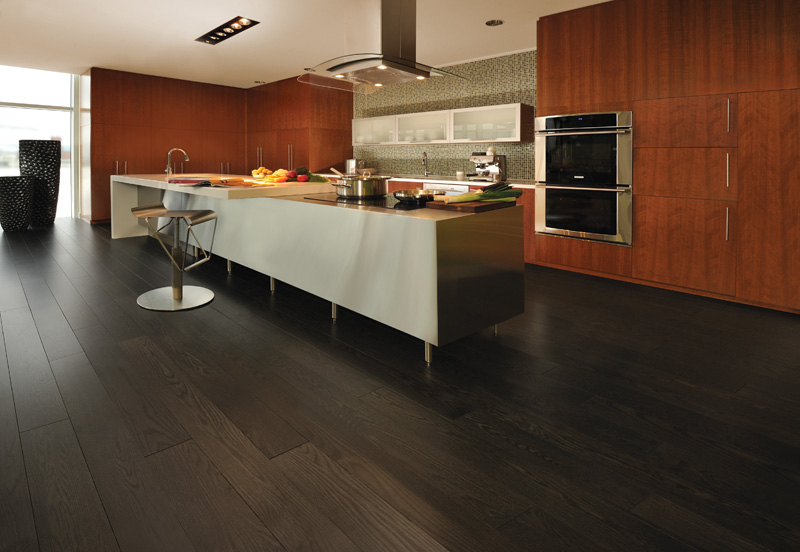Ordinaire Black Finished Wooden Kitchen Flooring Combined With Red Oak Cabinets