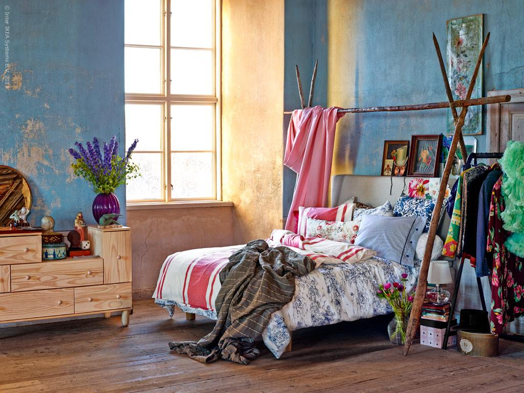 Bohemian Bedroom Decorating Ideas With Wooden Laminate Flooring Design