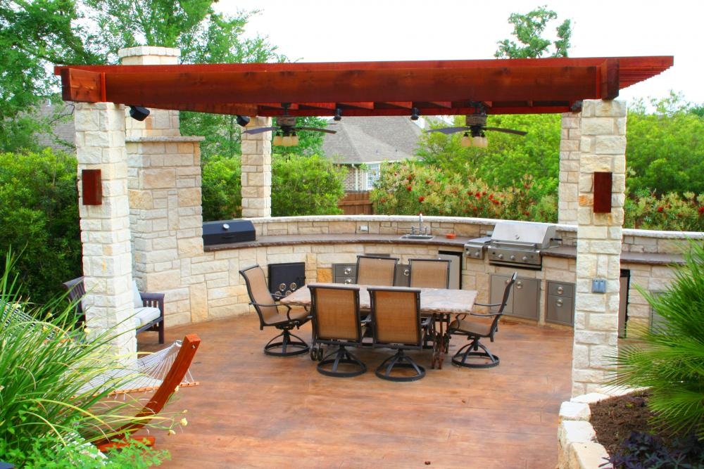 Chic Curvy Outdoor Kitchen Design Idea with Dining Space for Six People