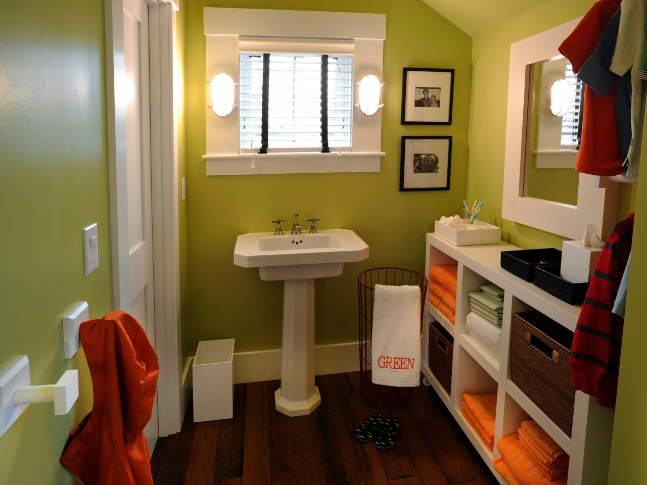 Superieur Chic Green Kids Bathroom Idea With White Furnishing And Wooden Flooring