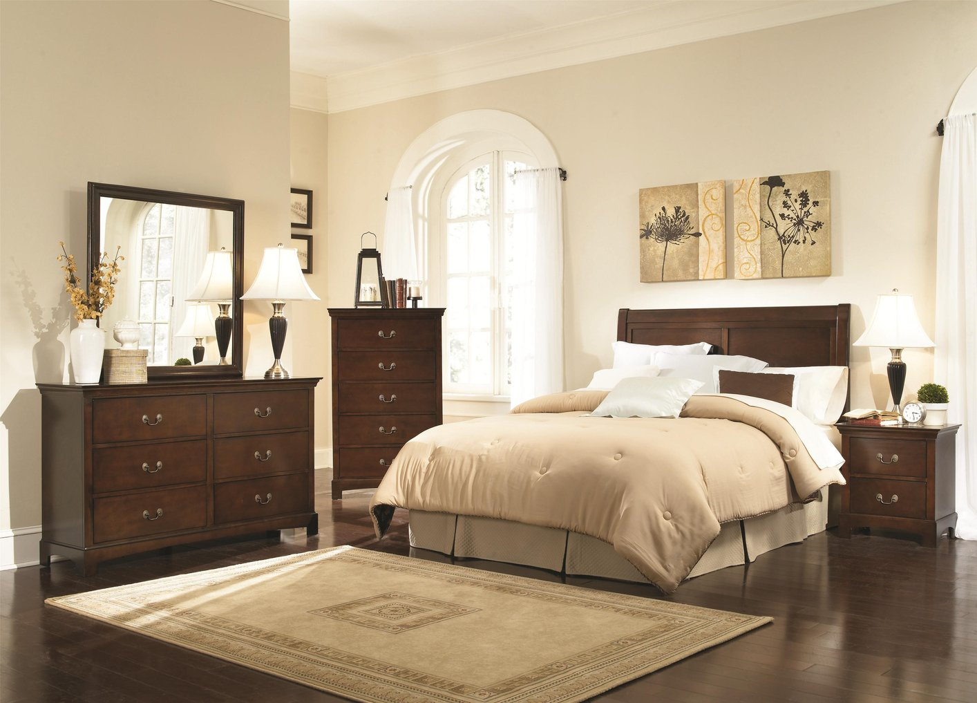 Superieur Choose Classic Bedroom Design With Wide Bed And Full Size Headboards Near  Solid Oak Dressers