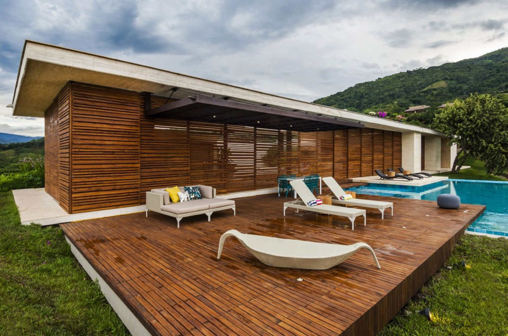 Contemporary Deck Design Idea in Simple Rectangular Shape with Chaises and Sofa