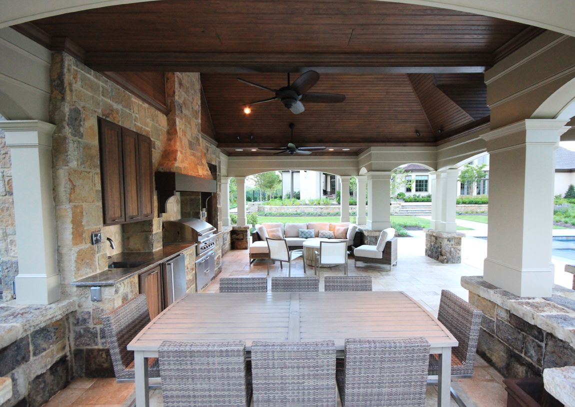 Cozy Outdoor Kitchen Design with Effective Layout between Outdoor Dining and Living Space