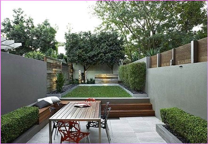 Merveilleux Cozy Small Patio With Outdoor Dining And Built In Seating Furniture With  Neat Garden