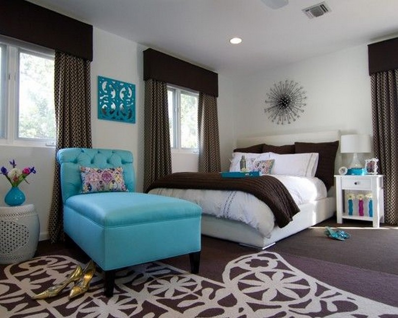 Elegant Room Ideas for Girls with Accent Blue Chaise and Decorative Patterned Rug
