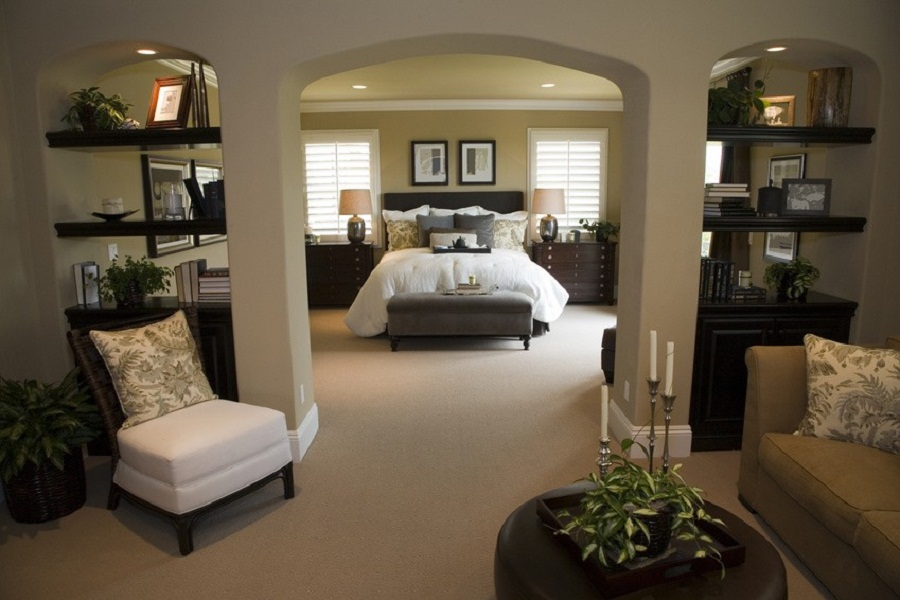 Superbe Excellent Master Bedroom Ideas With Living Space Separated With Open  BookShelves And Storage
