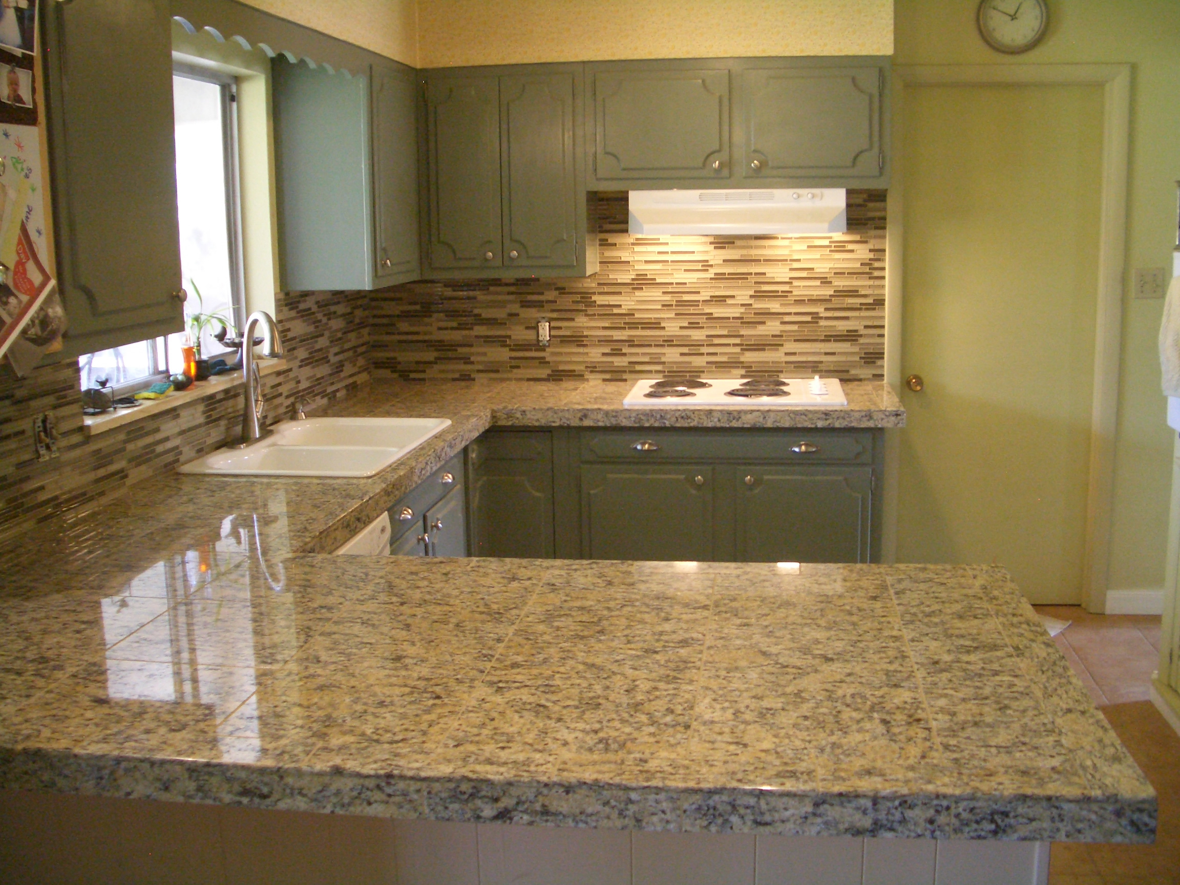 Advantages of using glass tile backsplash midcityeast for Advantages of using glass tile backsplash