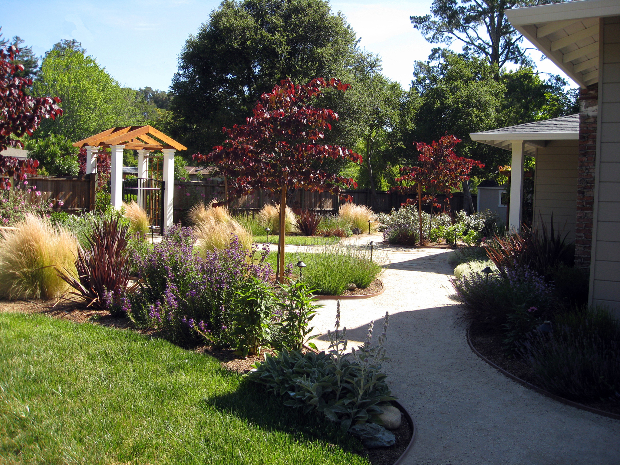 Some Ideas of Front Yard Landscaping for a Small Front ... on Small Yard Landscaping Ideas id=83444