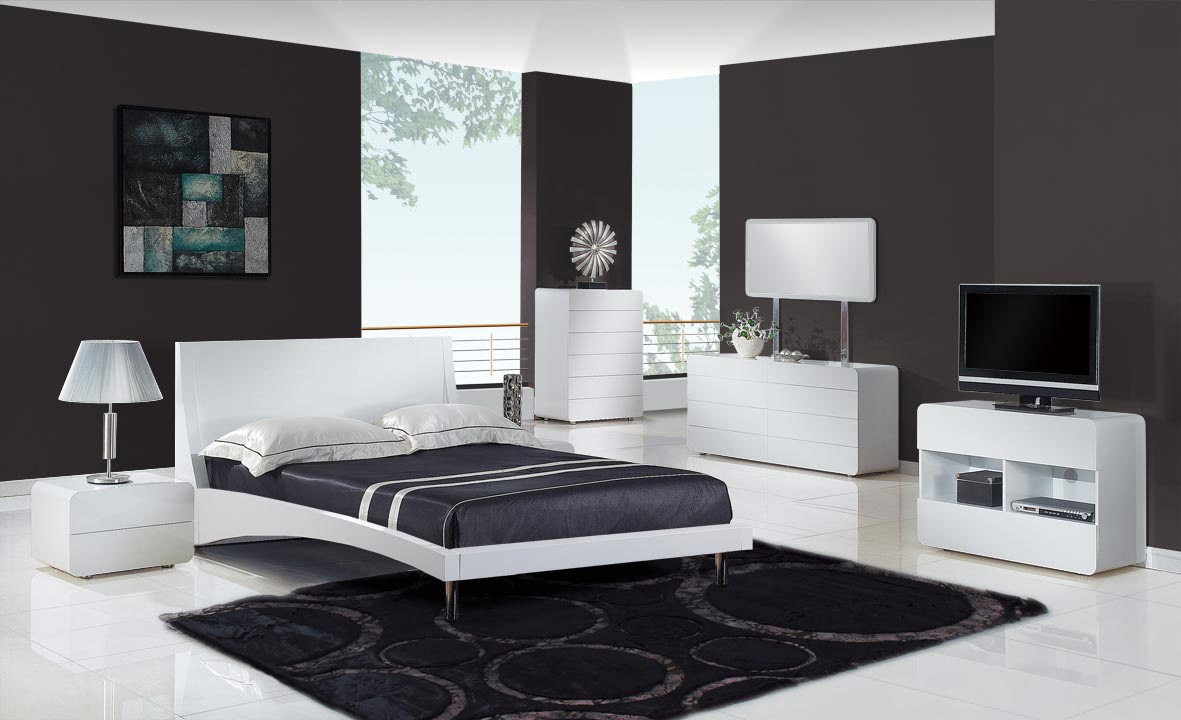 Fill Stylish Room using Modern Bedroom Furniture with White Dressers and Wide Bed