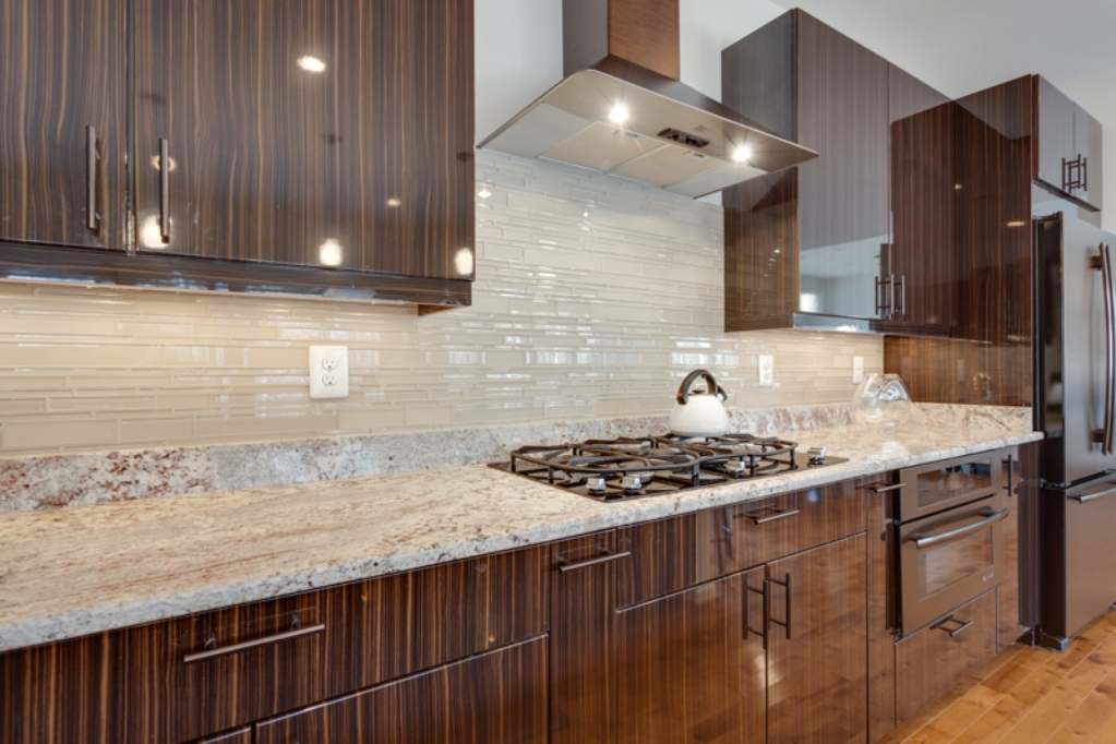 Here are some kitchen backsplash ideas that will enhance for Best kitchen tiles design