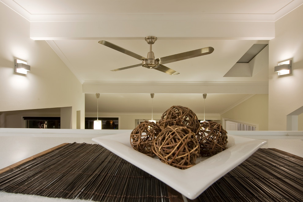 Attrayant Glossy Modern Ceiling Fans For Stylish Room With White Table And Bright  Wall Lamps