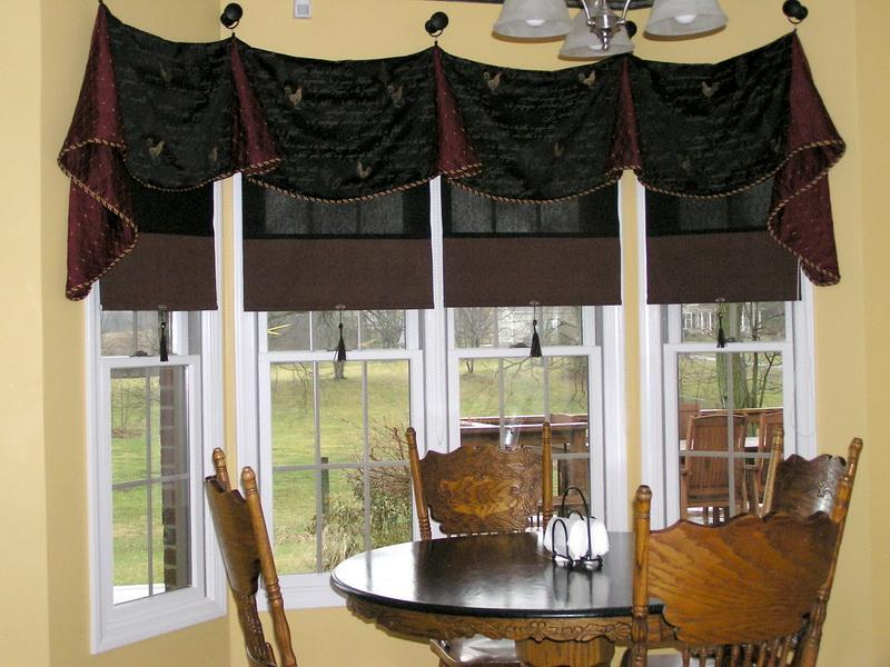 Inspiring Combination of Blinds and Curtain Valance to Complete Kitchen Window Treatment Ideas