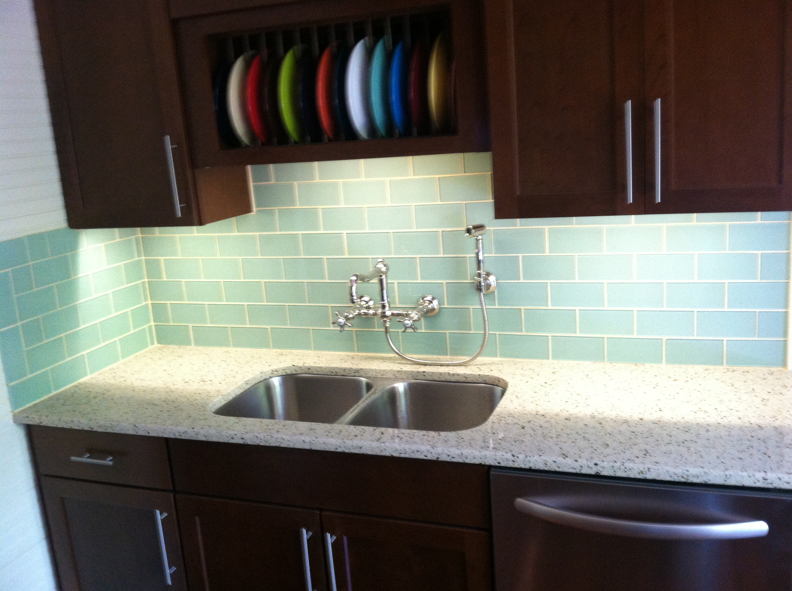 Ordinaire Install Bright Under The Cabinet Lights Above Appealing Glass Tile  Backsplash For Contemporary Kitchen