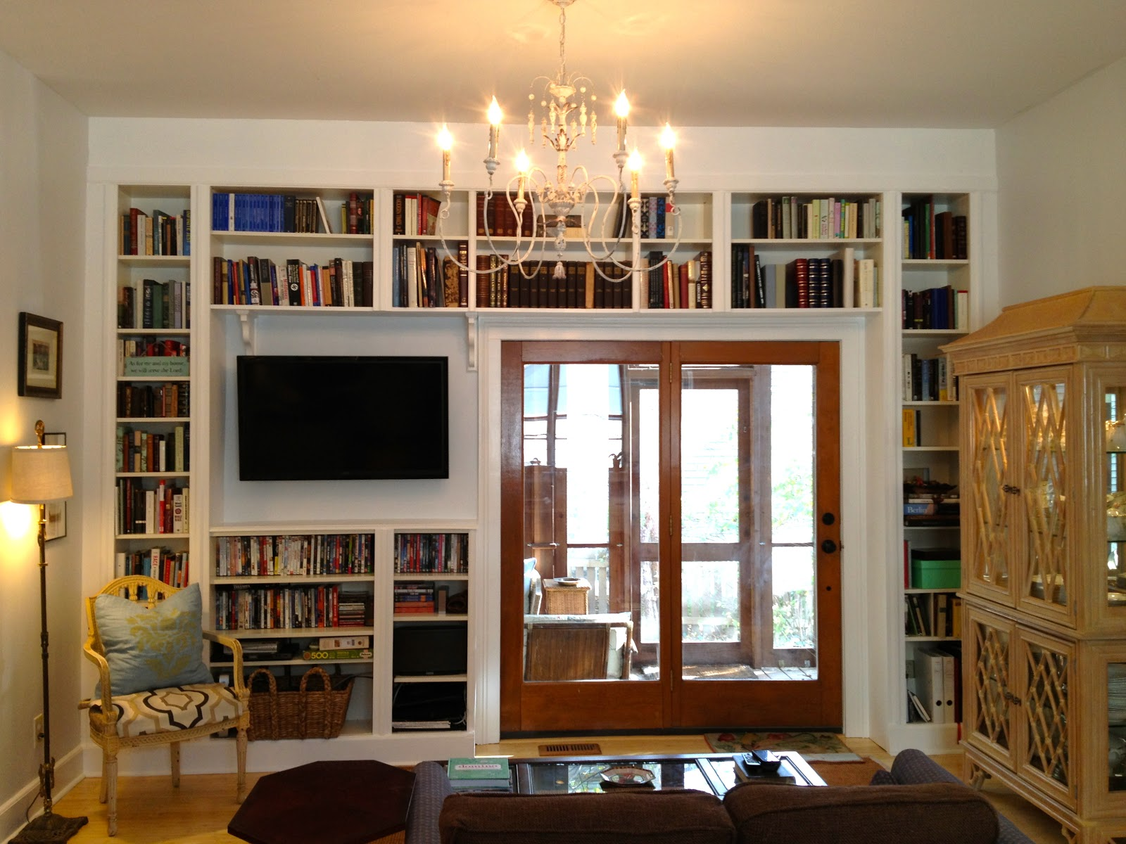 Interested Wall Covered with Built in Bookshelves for the Remaining Space of TV and Doors
