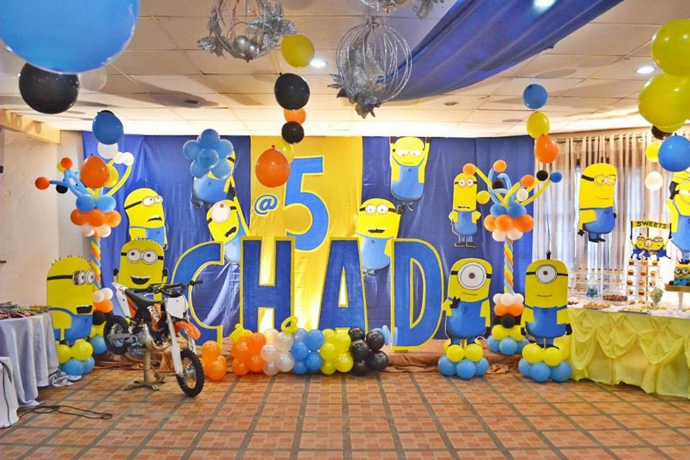 Merry DIY Party Decorations for Five Years Old Boy's Birth Day with Minions and Balloons