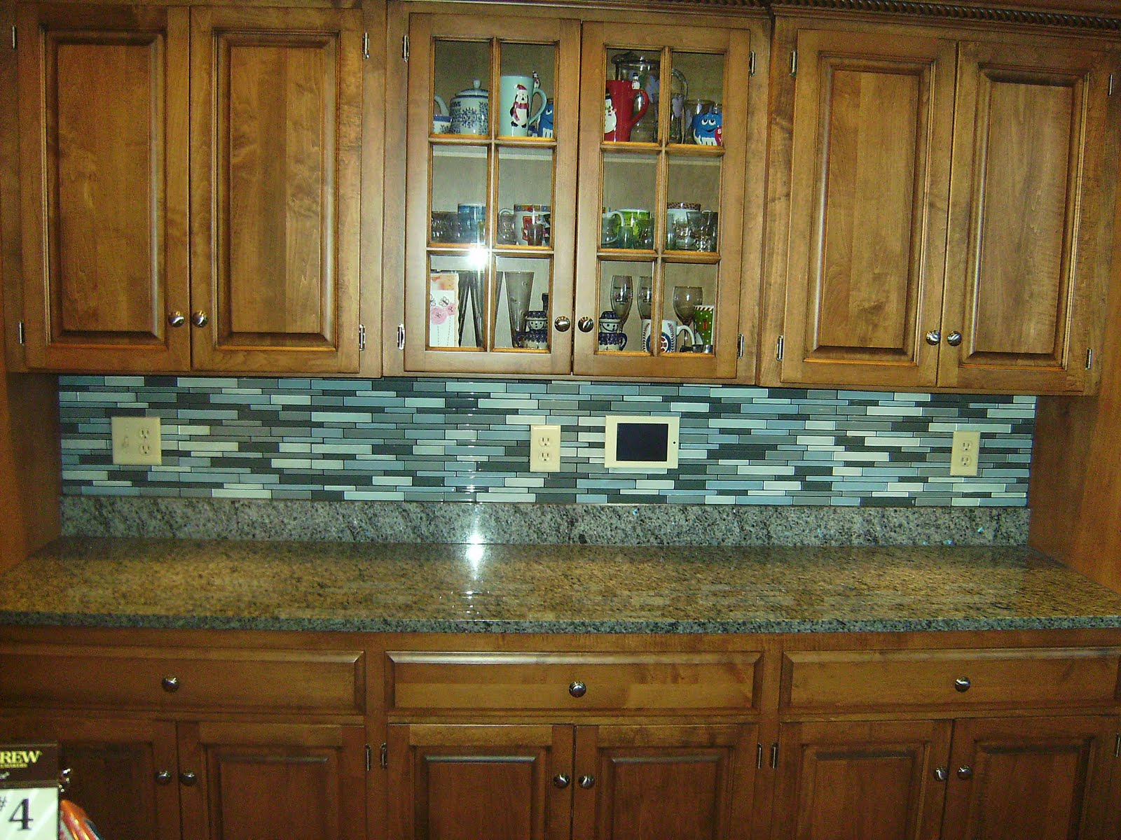 Superbe Natural Oak Cabients And Grey Granite Countertop Near Grey Glass Tile  Backsplash For Classic Kitchen
