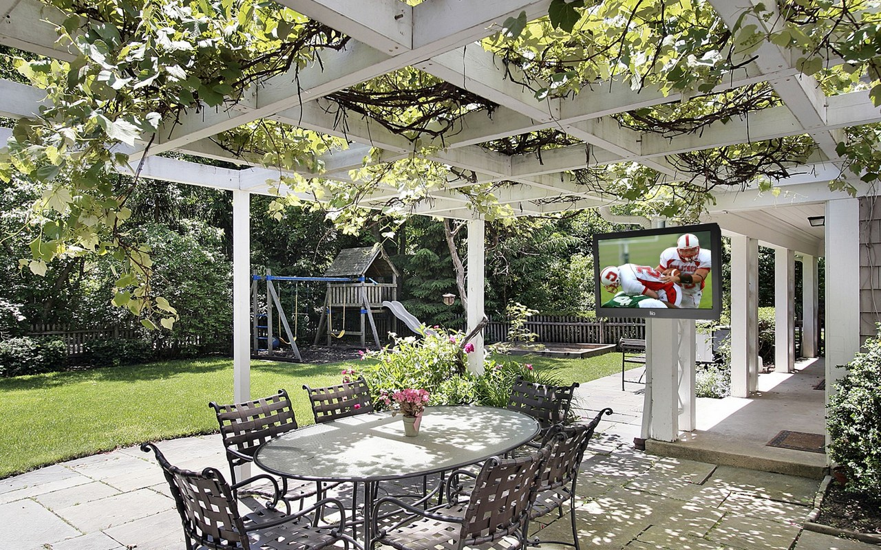 Several selected outdoor patio ideas you need to try for Garden patio ideas