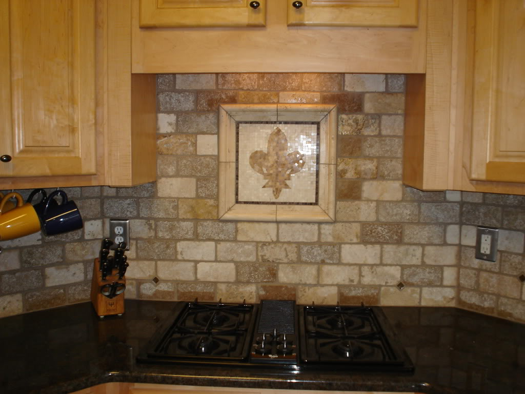 rustic kitchen backsplash tile with simple yet catchy pattern combined