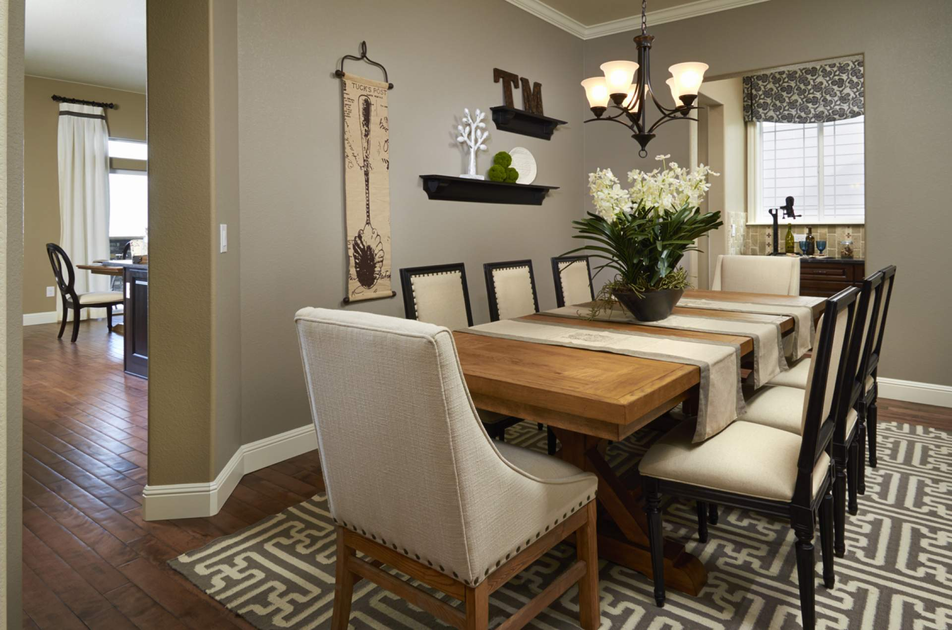 Formal dining room ideas how to choose the best wall for Pictures of formal dining rooms