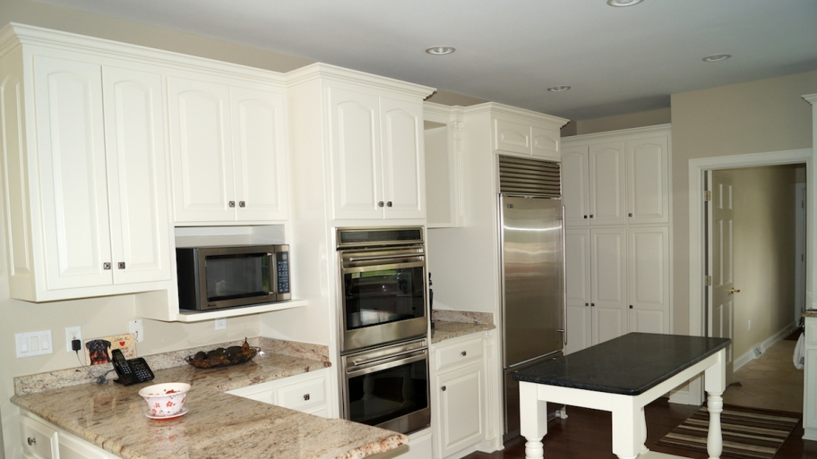 Simple White Painting for Small Kitchen Cabinets in L Shaped Design with Tiny Island