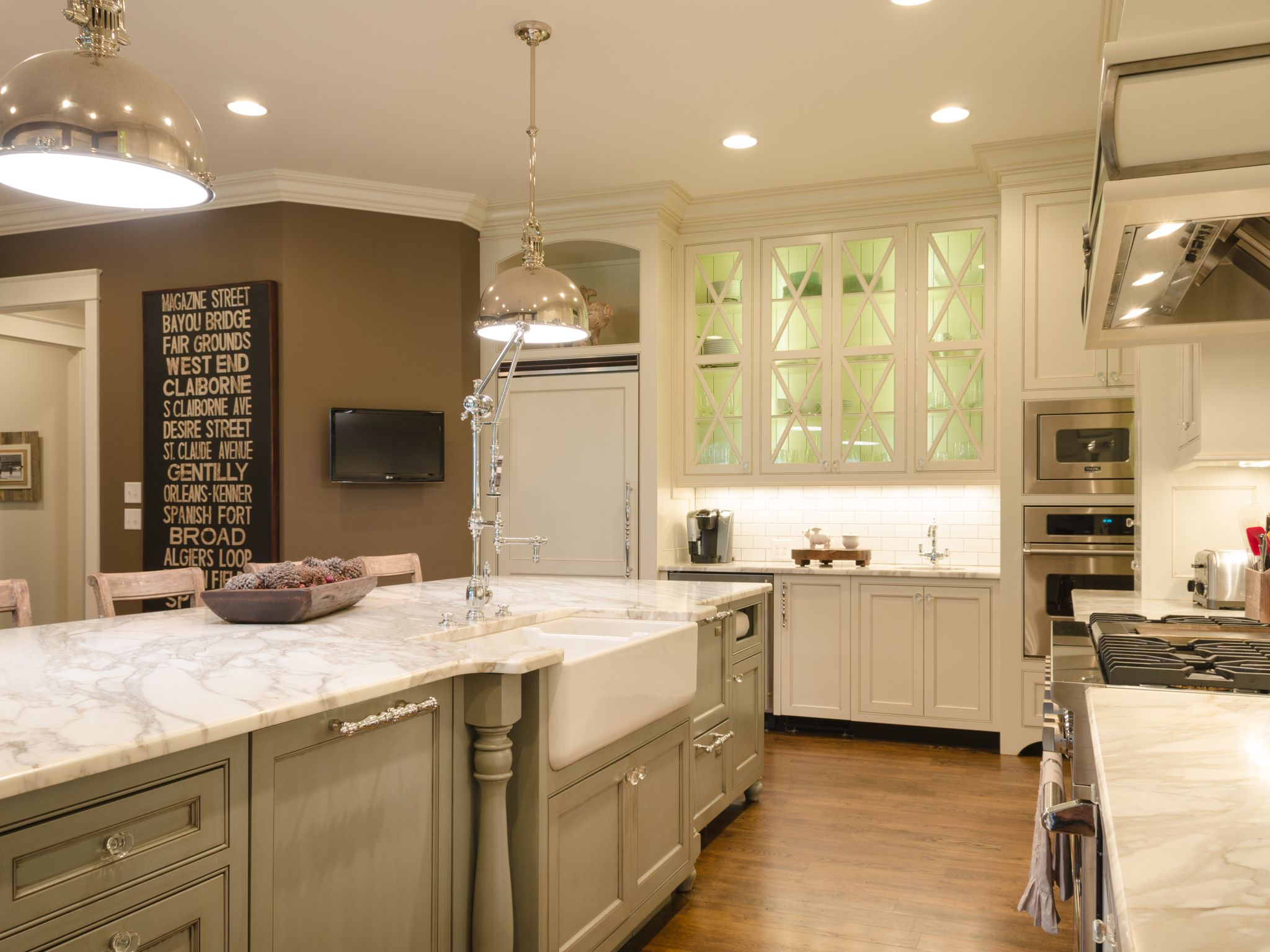 Simple yet Alluring L Shaped Kitchen Cabinet with Island Equipped with White Marble Top
