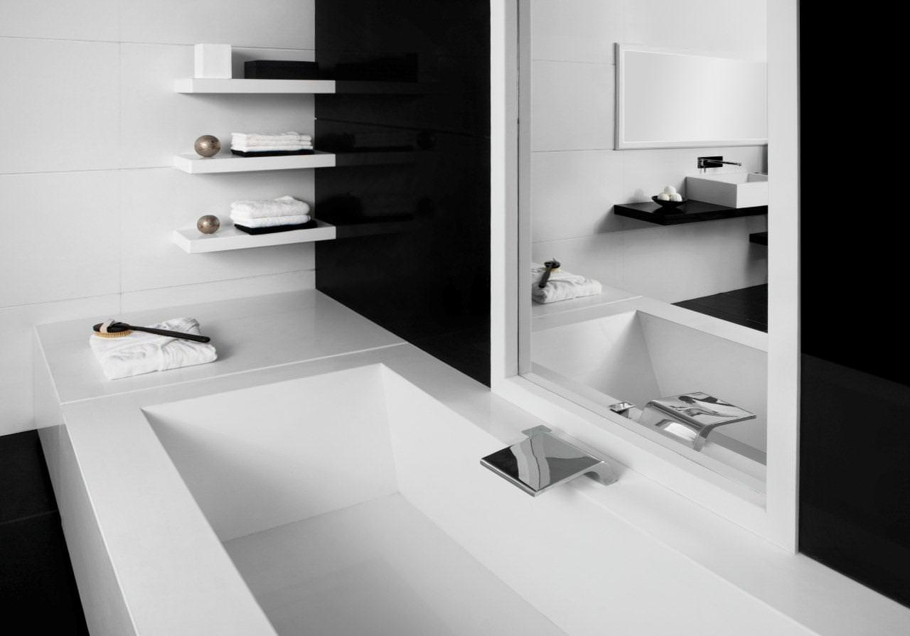 Merveilleux Sleek Rectangular Built In Tub With Open Wall Shelving Units For Black And White  Bathroom