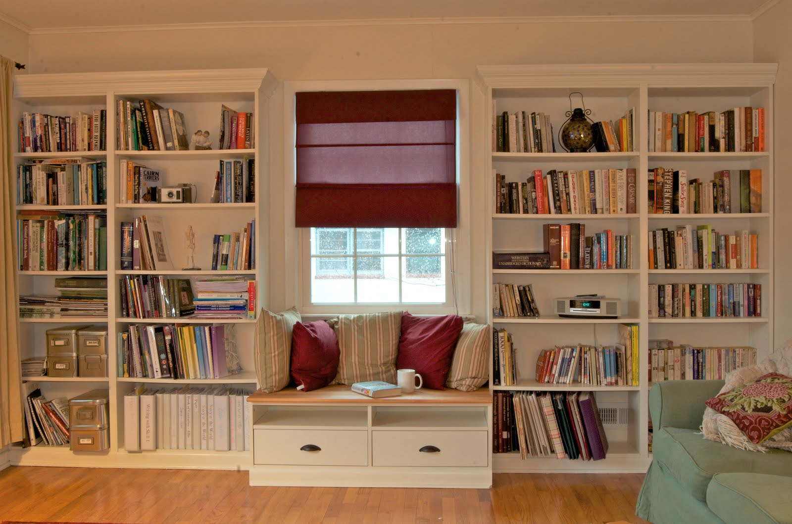 Attrayant Symmetrical Built In Bookshelves In Floor To Ceiling Design With Window And  Seating Between Them