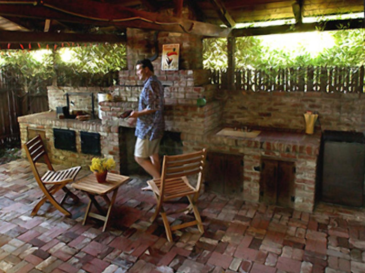 Building some outdoor kitchen here are some outdoor for Outdoor kitchen brick design