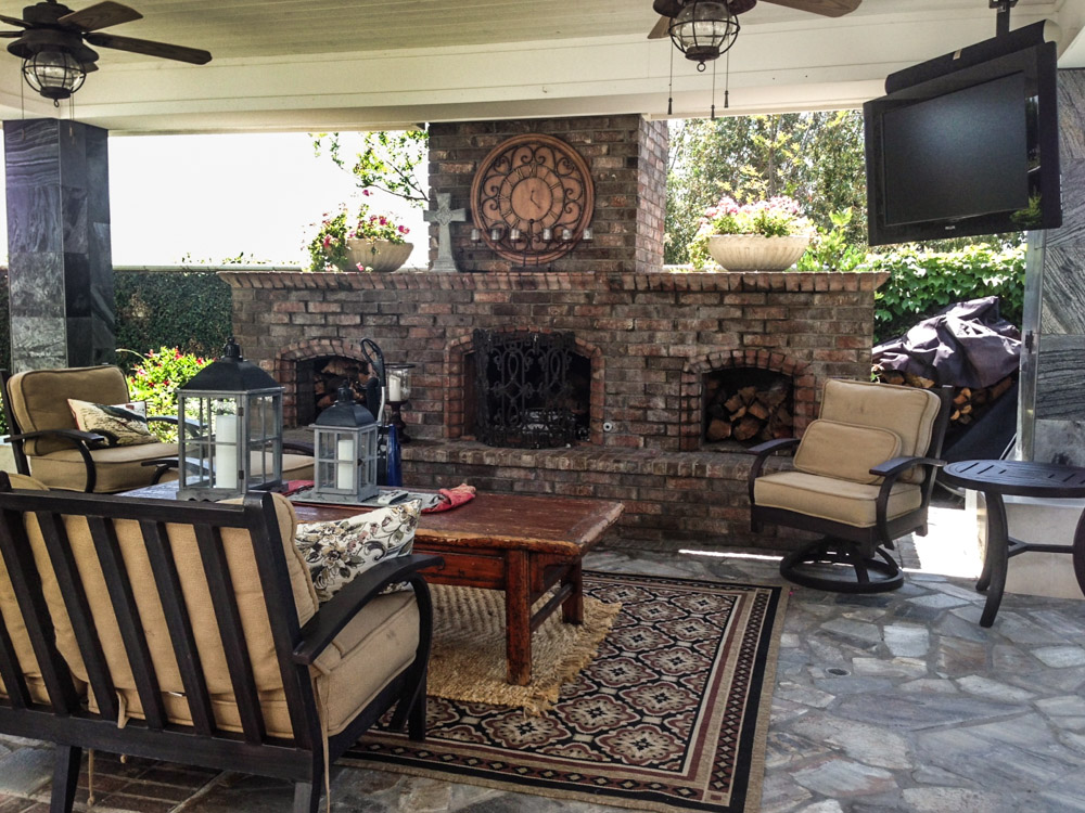 Traditional Outdoor Living Space with Fireplace and Smooth Armchairs with Wooden Coffe Table