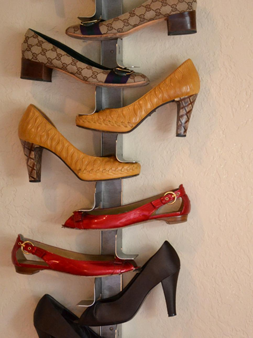 Unusual Shoe Storage Idea to Vertically Arrange the Shoes to Display