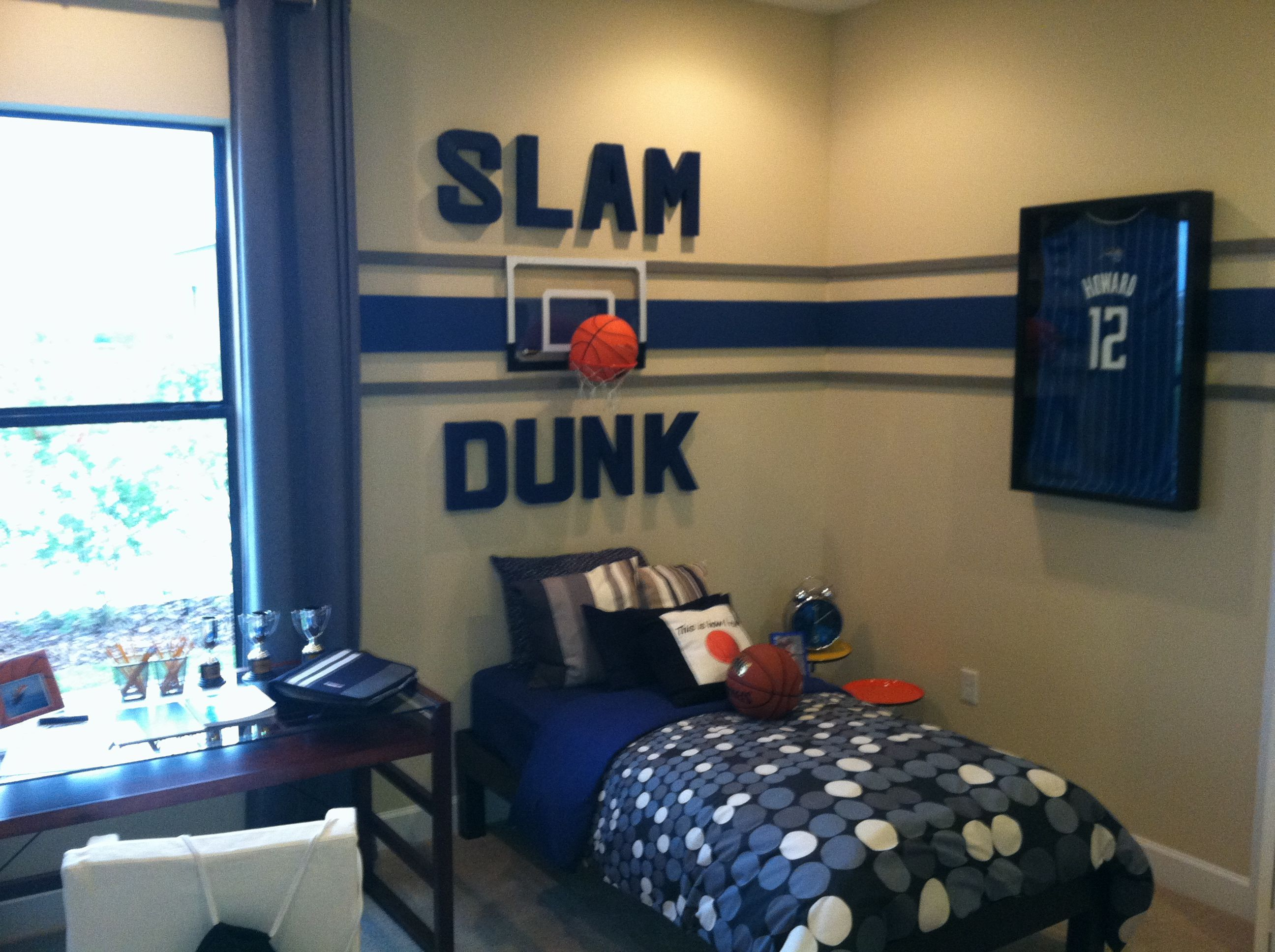Beau Use Basketball Theme For Boys Bedroom Ideas With Blue Bedding And Glass Top  Desk Near White