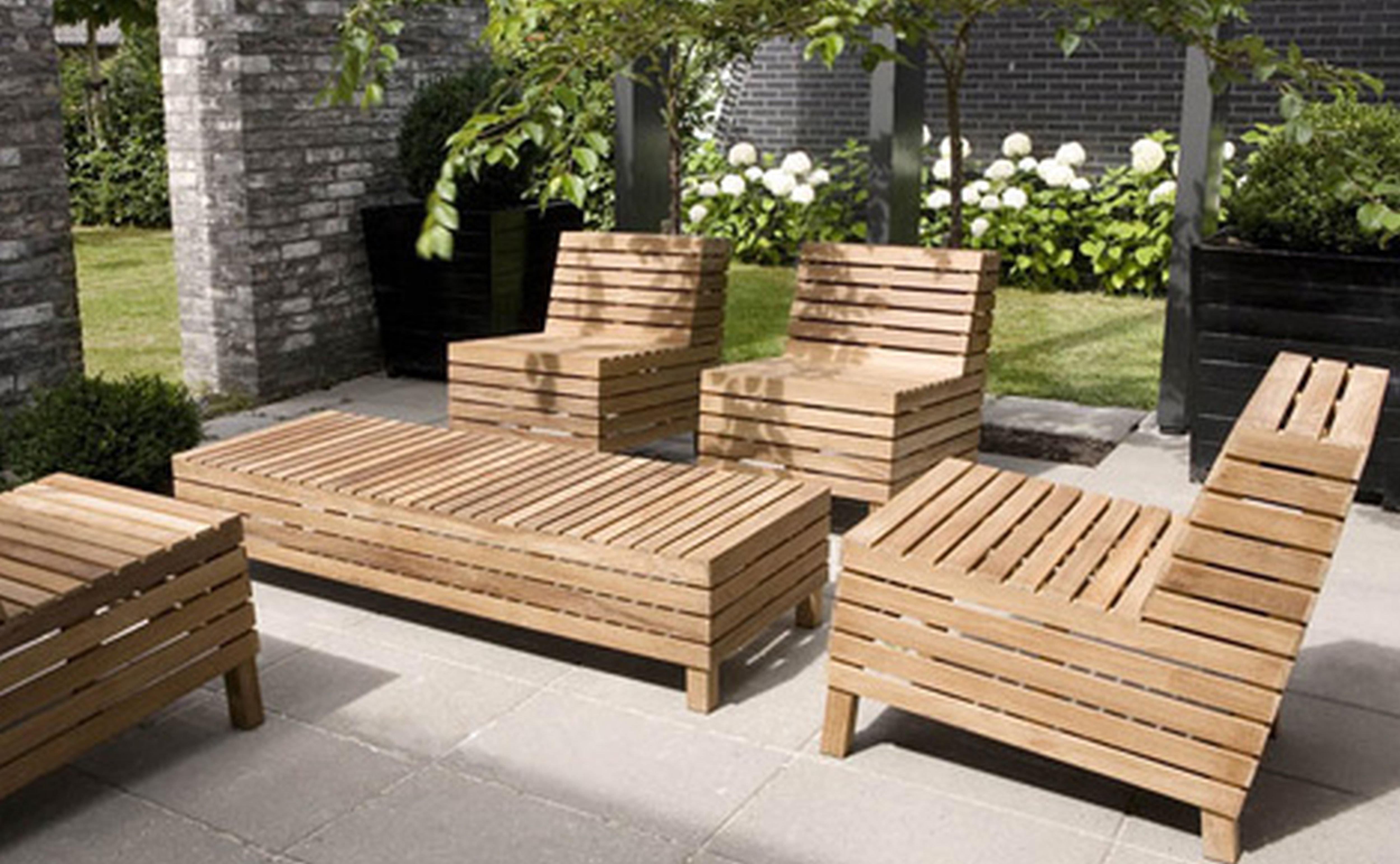 Applying the modernity from the outside by purchasing the for Outdoor garden furniture