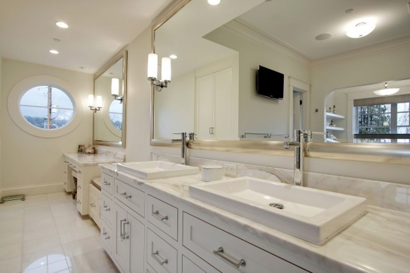 3 simple bathroom mirror ideas midcityeast for Large white bathroom cabinet