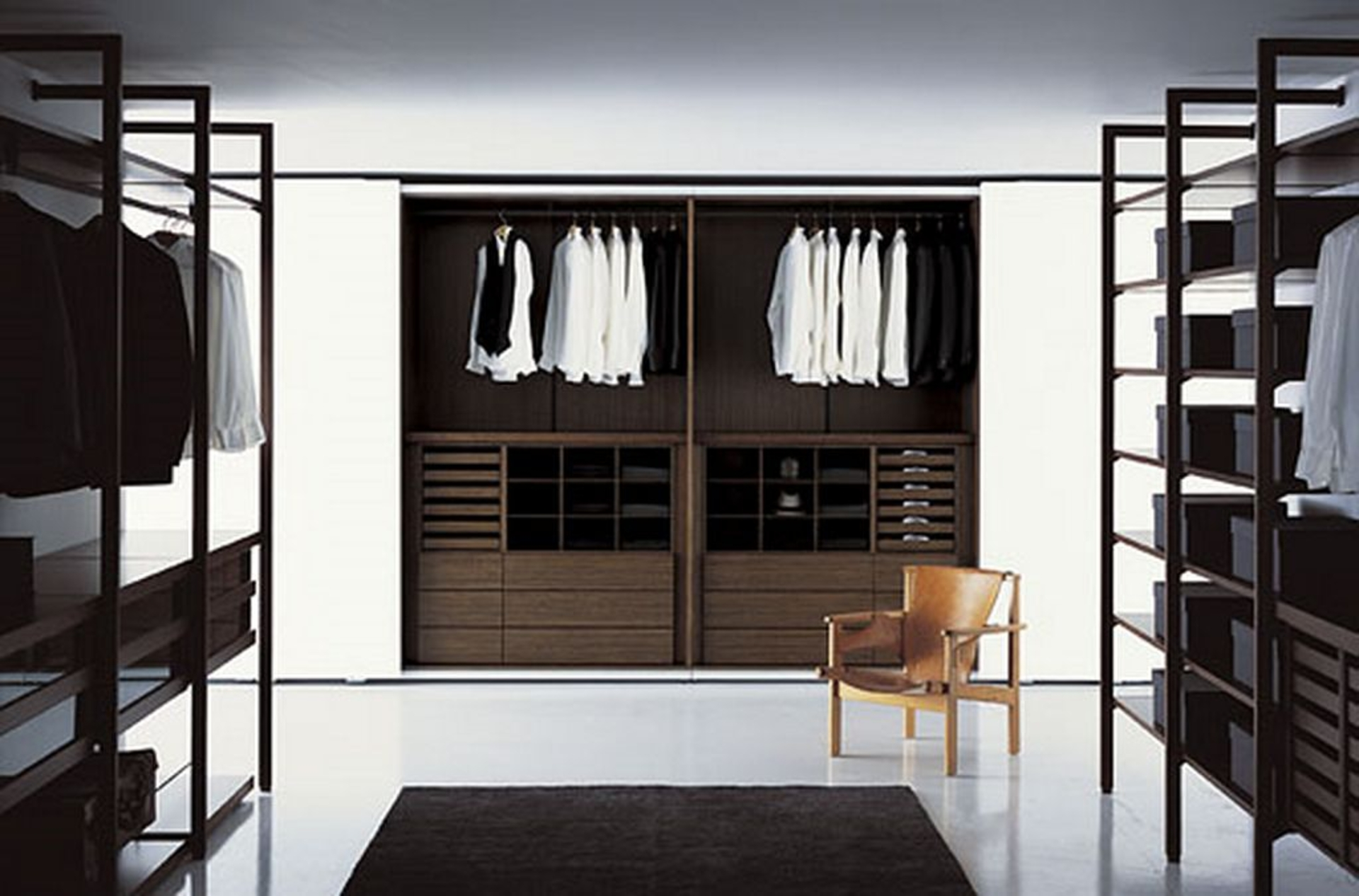 Charmant Well Arranged Walk In Closet Ideas With Black Rug And Unique Wooden Armchair