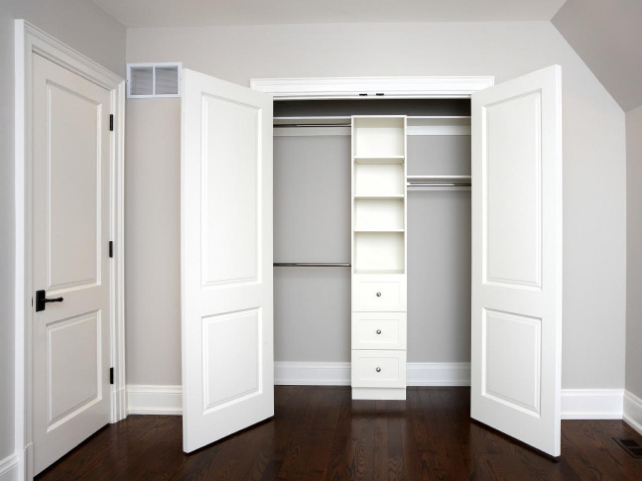 White Closet Doors Combined with Light Grey Painting Constructing an Appealing Interior