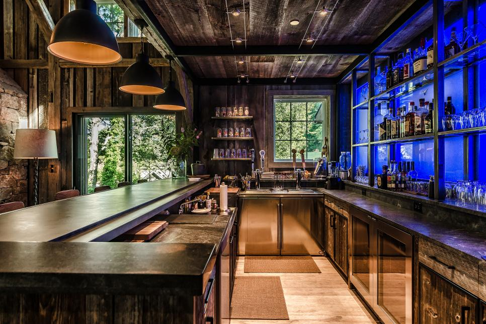 Wonderful Natural Basement Bar Adopting Traditional Architecture and Modern Lighting