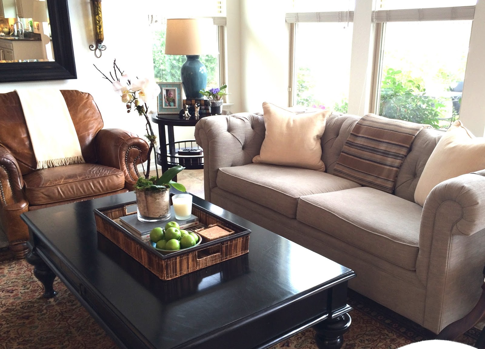 Superbe Add Dark Coffee Table For Comfy Living Room With Leather Sofa And Grey Pottery  Barn Sofa