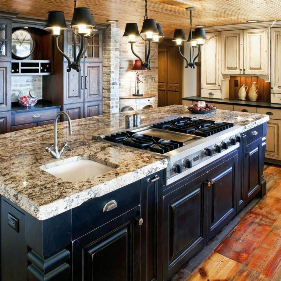 Merveilleux Add Marble Countertop For Dark Large Kitchen Island In Rustic Kitchen With  Black Chandeliers