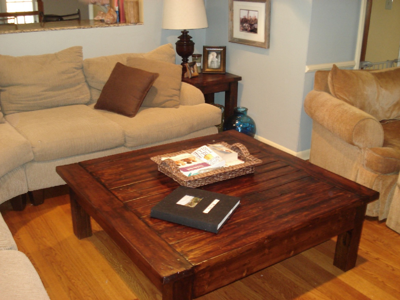 Tips to opt for large coffee table which look the best for Large wooden coffee tables