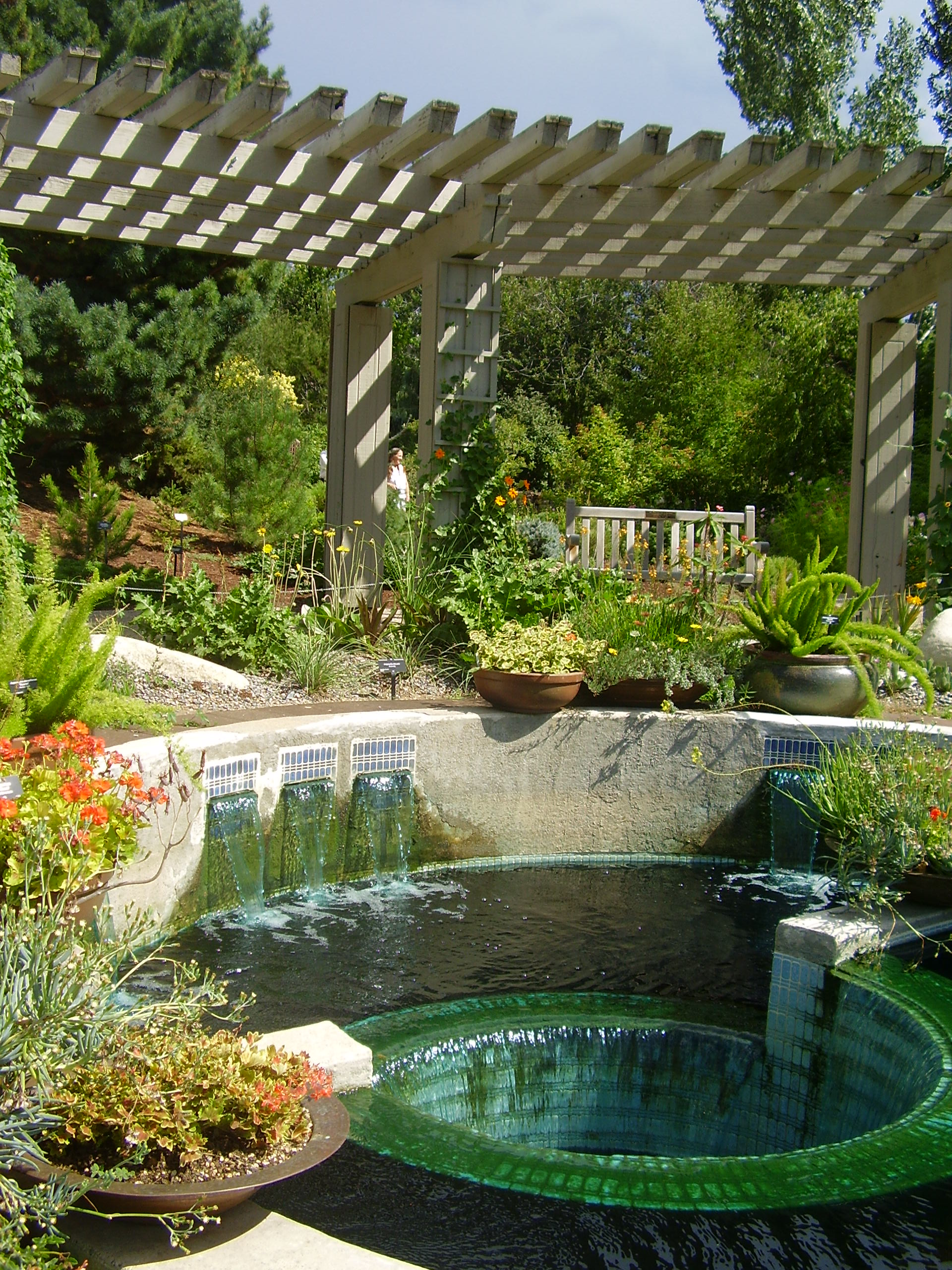 Some essential elements anyone should not forget in for Design your backyard landscape