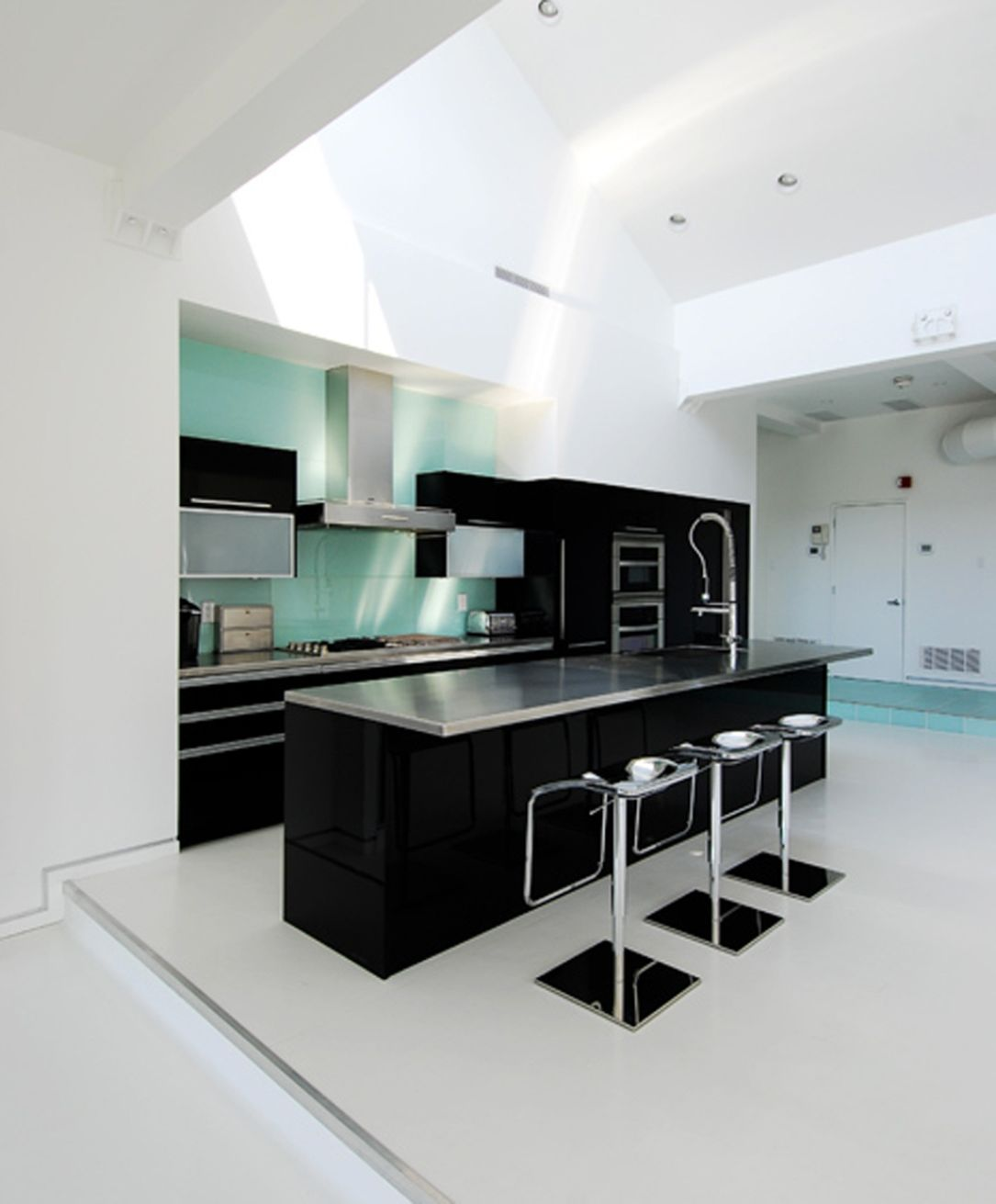 Design idea of classic black and white kitchen midcityeast for Black and white kitchens photos