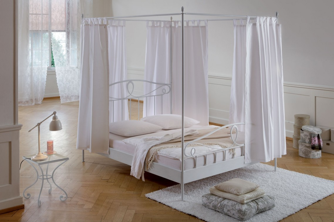 Exceptionnel Appealing White Metal DIY Canopy Bed And Small Side Table Inside Wide  Bedroom With Hardwood Flooring